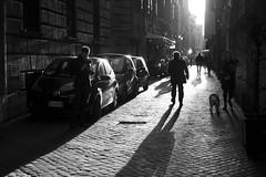 na rua (**) Tags: roma rome italia italy itlia italie cidade city ciudad citt citt ciutat citt citt luzesombra fotoderua street streetlife ombra ombre sombra shadow contraste pb pretoebranco people pessoas persone persons gente bw bn biancoenero blackandwhite
