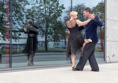AT_5627_A2 (photofoyer) Tags: street reflection art glass dance damian gosia argentinetango