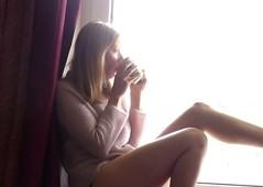 Saturday Morning (Barbarella_StrangeLovely) Tags: selfportrait window coffee female myself relaxing pale athome selbstportrait noisy selbstportrt palelight blass verrauscht