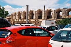 Arles. Cette photo ne reflte pas la ralit : on croise peu de vhicules dans le centre ville, la circulation a t limite. (Pancho __) Tags: film 50mm arles fd canonef kodakektar100