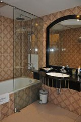 Bathroom03.alt (hanoitouronline) Tags: halongbaytours traveltohanoi bookflightticket sapatrekkingtours booktrainticket hanoitoursinformation halongbayonalovacruises ninhbinhecotours hanoionedaytours halongbayonedaytours vietnamhoneymoontours hanoigolftours hanoivillagestours rentthecars