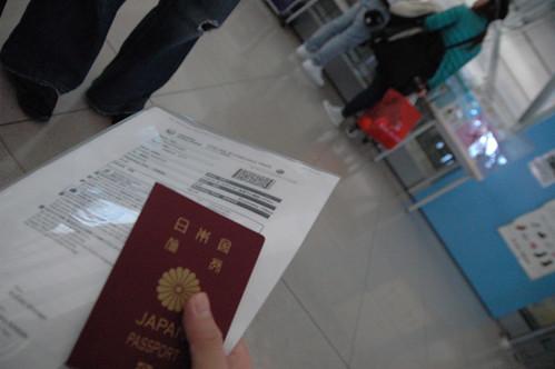 パスポートを持っていざ向かう