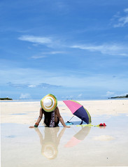 Summer time at Caramoan (dhainel) Tags: summer sun reflection beach umbrella sand philippines tan sunny ps poi sunburn summertime lowtide peninsula bicol caramoan camarinessur summerhat 7107 caramoanislands dhainel litratistangoragon