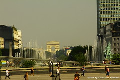 Esplanade de la Defense (Mr. Emagal) Tags: paris skyline canon ladefense parigi arcoditrionfo 550d esplanadedeladefense mremagal