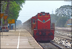 KTE WDG-3A (Abhishek Jog) Tags: from orange beauty speed good junction express through adi weekly et towards smashing charging ppi sxf ahmedabad sgp jn dbg jabalpur bkh jbp 13542 15560 ktes itarsi lhf katni darbhanga wdg3a pipariya jansadharan sohagpur bankhedi sobhapur adidbg ahmedabaddarbhanga