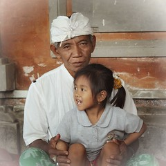 (scinta1) Tags: family portrait people bali man face indonesia temple sitting character traditional grandfather ceremony oldman kampung pura keluarga kintamani 2015 kakek kedisan udeng