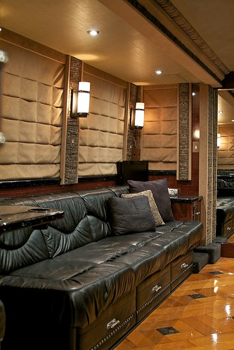 Cash - Front Lounge