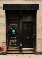 Montral, 22 avril 2012. Le 306, rue Ontario Est. (DubyDub2009) Tags: door architecture montral qubec porte faade rueontario quartierlatin