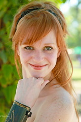 Bernice! (wyojones) Tags: woman usa cute girl beautiful beauty smile look festival pretty texas teeth longhair trf redhead greeneyes faire redlips freckles shoulders lovely fest redhair renaissance renfest hairband wench texasrenaissancefestival toddmission armguard wyojones