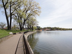Lake Calhoun Walkway (TheRegent89) Tags: lake minnesota calhoun minneapolis
