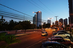 17:51 (Arimm) Tags: park city building tree car brasil twilight crossing pole lamppost fortaleza zebra avenue scape arimm nexc3