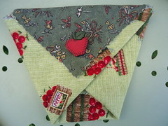 Panier origami (ZiKiarts) Tags: park flowers red orange usa paris france color green apple yellow jaune rouge origami iran crafts january hobby bananas fabric pineapple smiley baskets button ladybird ladybug dominique patchwork joanne ananas perelachaise janvier domi 2012 pomme coccinnelle tissu gambetta 75020 paniers costumemade zardkuh bazoftforever bazoft loisirscreatifs surcommande zikiarts