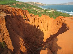 Red Cayon in Mui Ne - Nh ngh c Tho Guest House. Room from 10$ to 15$. Email: duc.thaovi@yahoo.com (Nh ngh c Tho Guest House) Tags: travel vacation holiday tourism beach ecology hotel holidays 10 room dune playa tourist cheap kitesurf plage guesthouse praya windsurf htel muine khachsan 10dollars dulch min khchsn ducthao phanthit gir nhanghi ngyl nhngh ctho