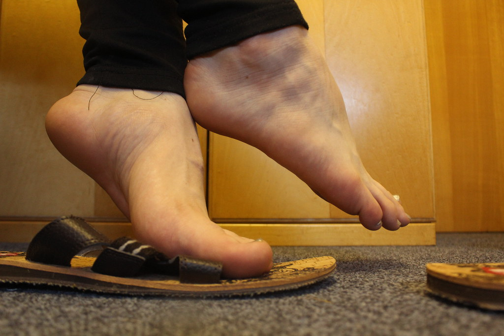 Big sexy male feet