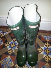 20160407_091213 (rugby#9) Tags: tiledfloor floor tiles wet wetboots dirtyhunters dirtyboots dirtywellingtons dirtywellies rubberboots rubber boots wellingtons wellies green hunters size8 8 buckles hunterboots muddyboots muddyhunters muddyhunterboots
