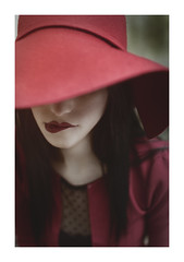 Red (riccardofloyd) Tags: light red portrait italy green art girl beautiful beauty face hat fashion female glamour italia fine young lips latina ritratto viso cappello ragazza