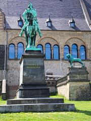 Statue Kaiserpfalz Goslar (jens.steinbeisser) Tags: germany deutschland architektur gebude harz kaiserpfalz goslar niedersachen unescoweltkulturerbe olympusepl3