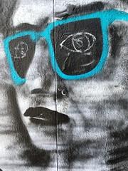 25-06-16 Rue de Mnilmontant, Paris 20 (marisan67) Tags: street streetart paris detail graffiti photo photographie streetphoto 365 rue pola murs dtail iphone clich 2016 instantan 365project iphonography iphonegraphy iphonographer polaphone iphonographie iphoneographie iphone5se
