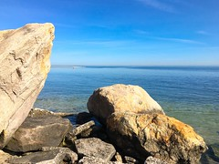 Sitting rocks near the mouth of the Nissequoge River where it empties into the Long Island Sound (Matt McGrath Photography) Tags: newyork beach water unitedstates longisland northshore kingspark longislandsound nissequogeriver