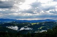 1606 nach dem Regen - vor dem Regen (waidlerwiki) Tags: germany landscape bavaria wolken landschaft wald bayerischerwald bayerwald wolkenstimmung bavarianforest witterung regenschauer landkreisfreyunggrafenau