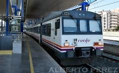 592.201 en Lleida-Pirineus....(ATOMICO) (alberto vtr) Tags: railroad station train de tren trenes video md nikon diesel rail railway estacion salida regional espaol pirineus lleida ferrocarril 592 atomico ffcc automotor 5922 d5300 592201