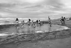 celebrating summer (simona.photo) Tags: blackandwhite beach summer play ste creativechallenge nikon d80 sea