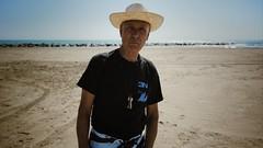 Pepe en la playa (martinwcox) Tags: playa viejo benicasim tokina1116 elsterrers