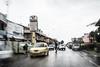 Vita cittadina (Pompilio Valerio) Tags: blur car rain speed movimento pioggia macchina velocità pescara montesilvano