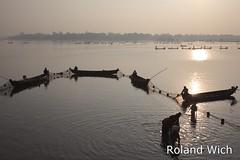 Amarapura - Fishing on Taungthaman Lake (Rolandito.) Tags: lake boats see fishing burma myanmar birma mandalay taung amarapura birmanie taungthaman birmania thaman