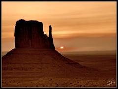Monument Valley (Suzanham) Tags: arizona west utah butte desert western navajo monumentvalley kayenta thegalaxy intouchwithnature fantasticnature absolutelyperrrfect