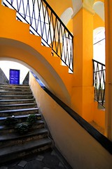 I ciclamini (meghimeg) Tags: door scale yellow stairs arch gelb giallo porta 2012 archi albenga