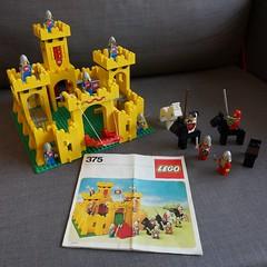 Lego 375 Yellow Castle (dumell) Tags: castle classic yellow finland helsinki lego retro knights 375 instructionmanual eyefi eteläsuomenlääni
