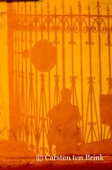 Pisa self-portrait with ironwork (10b travelling) Tags: italien shadow italy selfportrait bars europa europe italia pisa tuscany railings italie selfie arnoriver 2016 10b tenbrink carstentenbrink iptcbasic 10btravelling