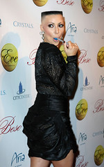 kim kardashian new year eve 311209 (marisabuffagni) Tags: usa cute look hair kim bare style taglio pomo zero stile clipper capelli scalp macchinetta liscia rasata tosata kardashian pelata rapata smootk