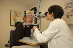 Anglų lietuvių žodynas. Žodis retinopathy reiškia retinopatija lietuviškai.
