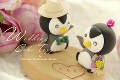 Wedding Cake Topper-love penguins with base (charles fukuyama) Tags: wedding summer penguin miniature anniversary bowtie bouquet swarovski sweetheart lovely custom justmarried bridalveil beachwedding sculpted initials headdress cakedecoration weddingcaketopper bridalhair claydoll handmadewedding animalscaketopper lovepenguins penguinscaketopper kikuike