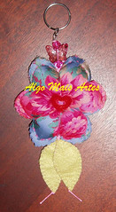499 (Algo Mais Artes / Marilia & Marise) Tags: chaveiro flordetecido