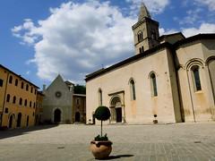 Piazza Martiri Vissani, Visso(Mc) (albgaja) Tags: italy canon europa italia marche 2012 canons100 visso parconazionaledeimontisibillini