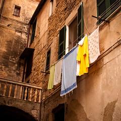 laundry (Jos Mecklenfeld) Tags: street houses italy italia minolta liguria laundry 5d konica imperia italië wasgoed konicaminoltadynax5d dyanx portomaurizio spălătorie