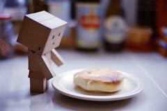 FM2 隨拍 | Tea Time (ChrisLCW) Tags: cute slr film analog toy 50mm kodak bokeh biscuit 400 noedit af nikkor nikonfm2 danbo f18d ultramax afnikkor50mmf18d danboard