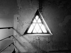 (.ultraviolett) Tags: lighting light blackandwhite bw berlin window triangle