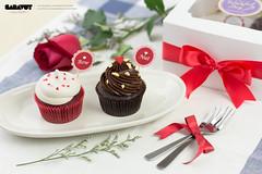 Wishful Day - Valentine Set 2015 - Couple Cupcake (Saravut - Viewfinder) Tags: christmas cute festival set studio table dessert photography sweet bokeh celebration cupcake photograph bakery celebrate saravutviewfinder