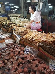 Warorot Market (21 of 71) (John Shedrick) Tags: food vegetables thailand asia chinatown farmers market unique traditional indoor meat smartphone chiangmai local nontourist samsunggalaxys7edge