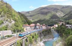 ALe 801/940, Isola Del Cantone, 25 April 2012 (Mr Joseph Bloggs) Tags: del train italian fs isola trenitalia cantone ale801940