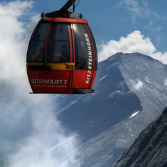 Kitzsteinhorn cable cars travelling to 3029 m altitude (Bn) Tags: summer vacation snow ski mountains alps salzburg ice sports car landscape geotagged austria climb high topf50 rocks skiing hiking flag cable days glacier adventure alpine valley gondola meter 365 peaks tours incredible viewpoint hoiday impressive chairlift austrian endless pistes highest slopes kaprun everlasting kitzsteinhorn tauern hohen 50faves 3203 holidaysvacanzeurlaub gletscherjet2 geo:lon=12682981 geo:lat=47190259 15person 15erkabineneinseilumlaufbahn gletscherbahnen