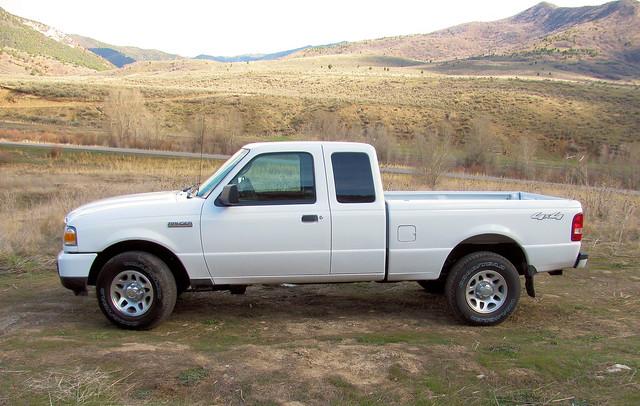 white ford ranger desert offroad 4x4 pickup brush dirt supercab v6 brandnew madeinusa americanmade fourwheeldrive xlt 2011 rangerxlt 40lv6 eyellgeteven