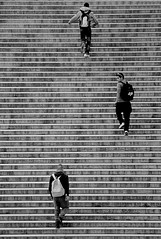 3 en las escaleras (carlos_ar2000) Tags: street people man paris calle stair gente escalera step francia hombre escalon carlosredondo credondo carlosaredondo credondofotografia carlosredondofotografia credondofotos carlosaredondofotografia