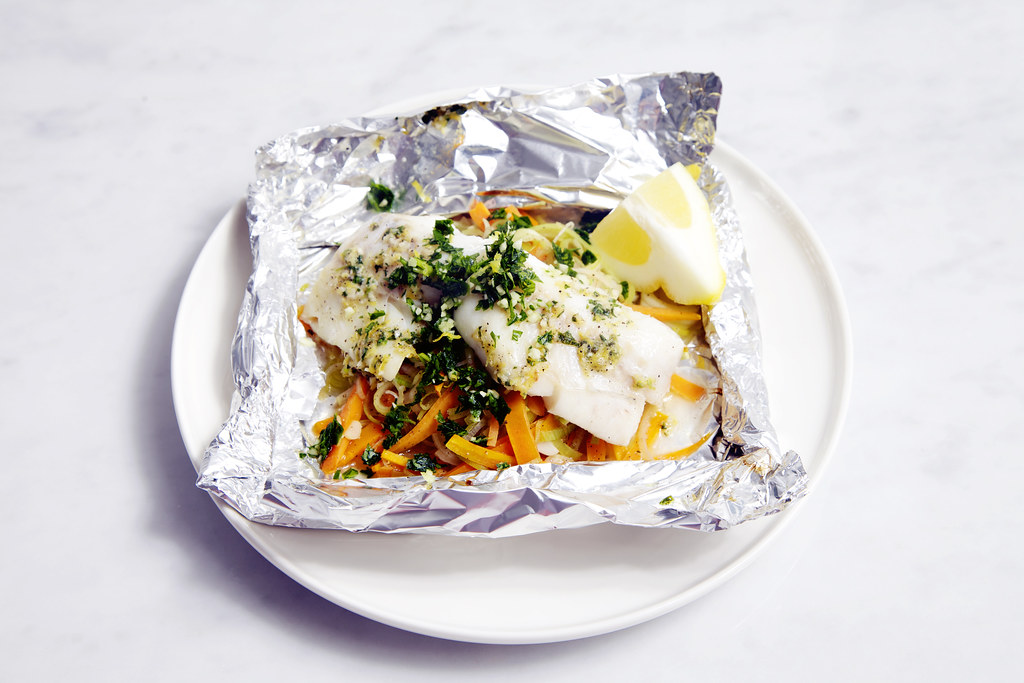 perfect fish foil packets with cod, leeks and carrots