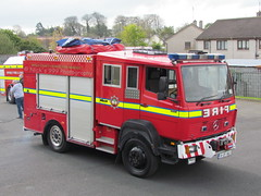 Offaly Fire & Rescue Service / OY 15 B1 / 91 OY 1841 / Mercedes Benz 917 / Emergency Tender (Nick 999) Tags: blue rescue fire lights mercedes benz 1 oscar bravo call 15 vehicle service emergency yankee firefighters tender 91 917 strobe b1 oy 999 birr offaly 1841 lightbar offalyfirerescueservice