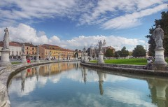 Padua - Prato Delle Valle (madbesl) Tags: city italien sky italy reflection clouds lumix europa europe wolken stadt g1 spiegelung padova padua veneto venetien platinumheartaward himmal pratodellevalle zuiko918 panasoncic vigilantphotographersunite